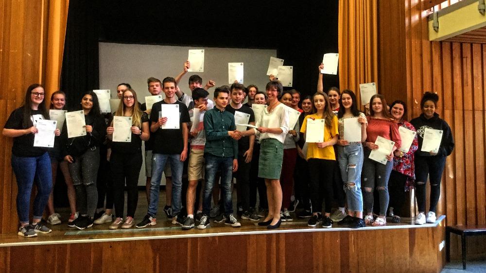 Voller Erfolg – 30 Schüler bestehen Business English Prüfung